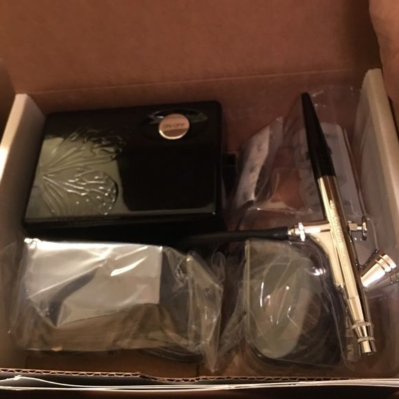 Luminess Airbrush Makeup System Brand New --- Still in box  Open only to photograph. May need to order your own complexion starter kit to match your skin tone Luminess Makeup Foundation