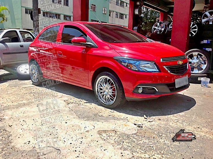 GM Onix vermelho com rodas cromadas aro 17