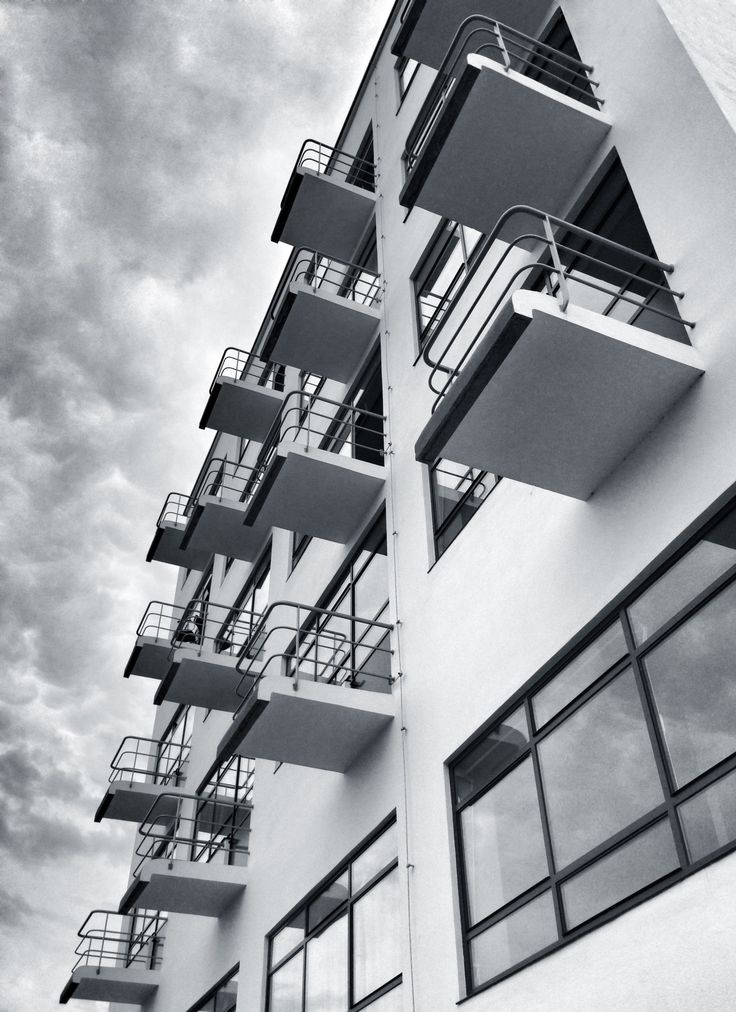 Walter Gropius_The Bauhaus Building, Dessau, 1925 1926 (detail of dormitory)
