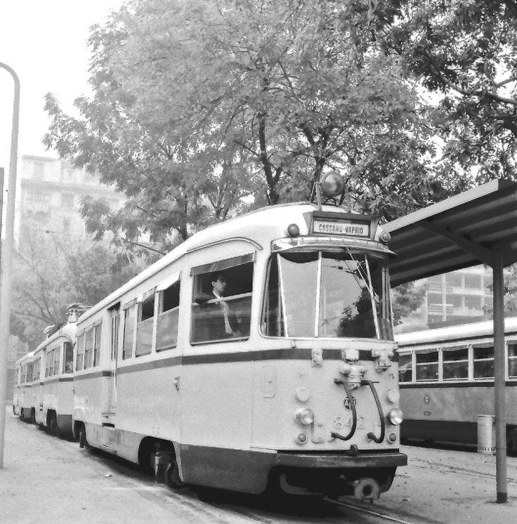 ...tranvia Milano-Cassano-Vaprio d'Adda - convoglio di tre unità interbloccate (2°serie) - ATM-842 - Milano pz. Aspromonte - 24 set 1967 - © Umberto Garbagnati -
