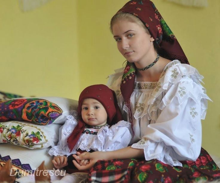 mother and daughter romanian traditional clothing romanians people children