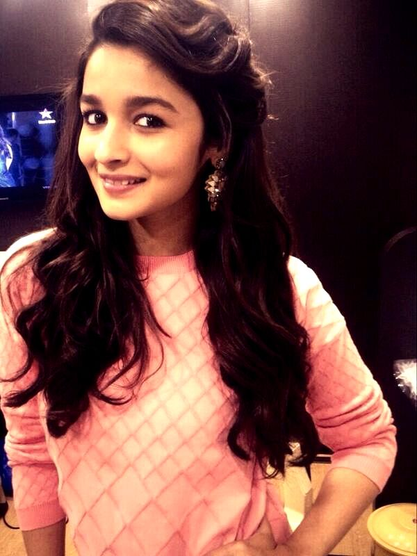 Alia Bhatt. aww she looks sooo cute