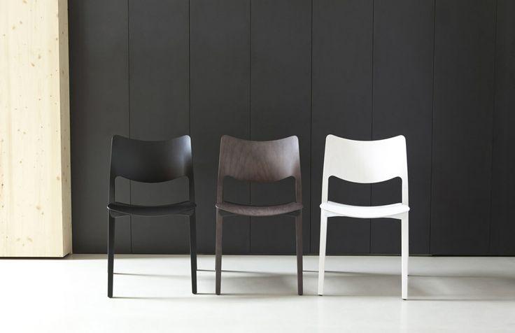 Laclasica chair, design Jesus Gasca for STUA. (picture taken in Studio Cosin Valencia)
