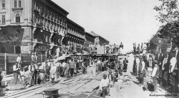 1894, Andrássy út, A földalatti építése Vörösmarty utcánál