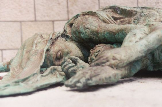 Pompei --- N.D.: Lo que parece un vaciado de una madre protegindo a su hijo/a.