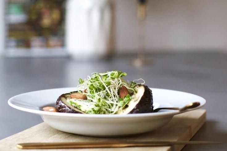Kruidig gepofte aubergine met pestroom, Gezond avondeten, Beaufood recepten, Gezonde foodblogs, Aubergine poffen, Slanke avondmaaltijden, Gezonde pesto recepten, Pesto van spinazie, healthy recipes, healthy dinner, glutenfree dinners, eggplant recipes, homemade pesto spinact, healthy pesto