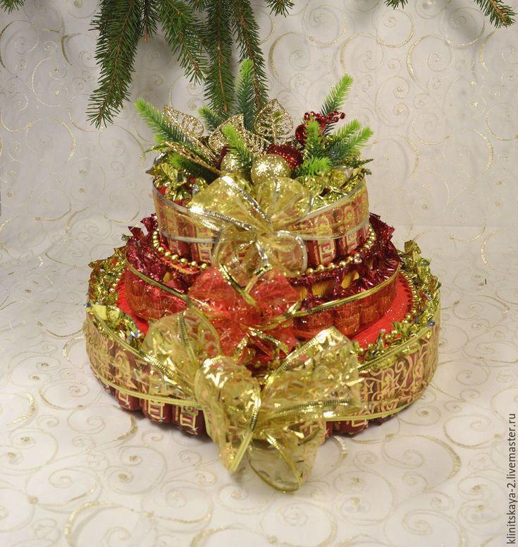 Купить Трёхярусный новогодний торт из конфет красный. Работа на заказ. - ярко-красный, торт из конфет