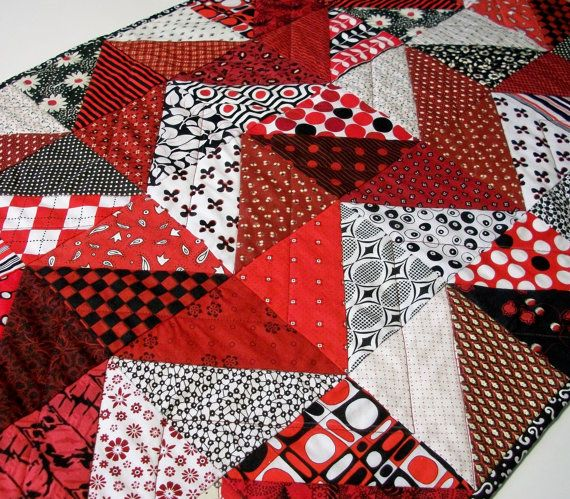 red black table runner chevron triangles handmade quilted. Black Bedroom Furniture Sets. Home Design Ideas