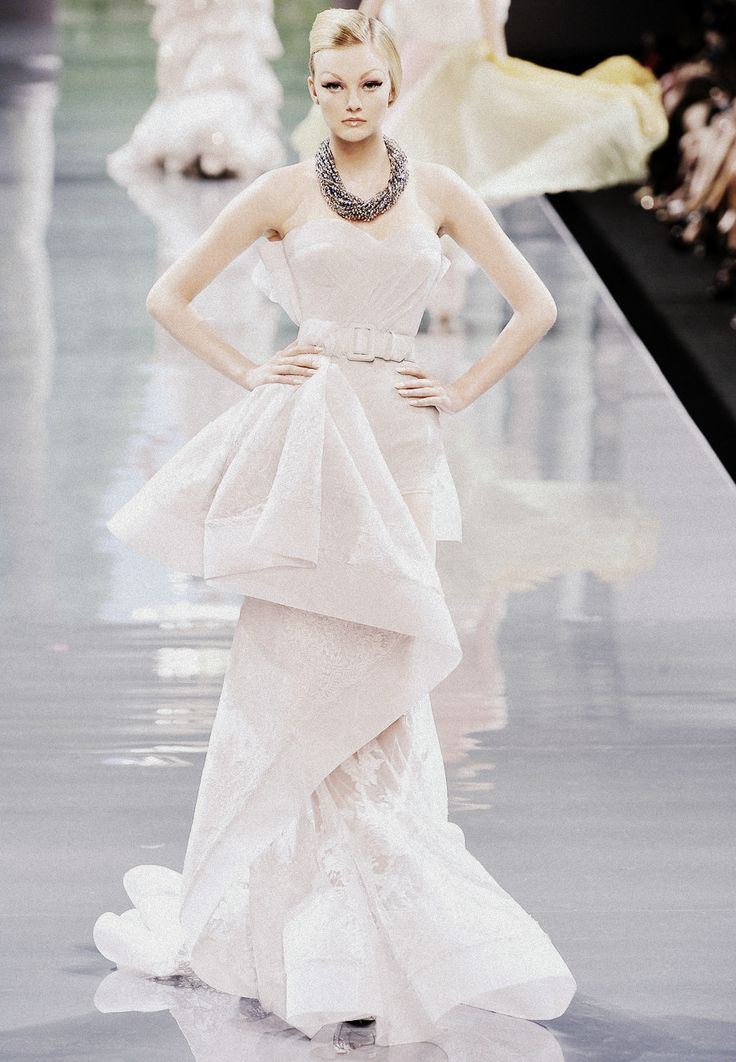 .: Runway Fashion, Couture Gowns, Christian Dior, White Fashion, Couture Autumn Wins, Dior Haute, Weed Dresses, Couture Dresses, Haute Couture