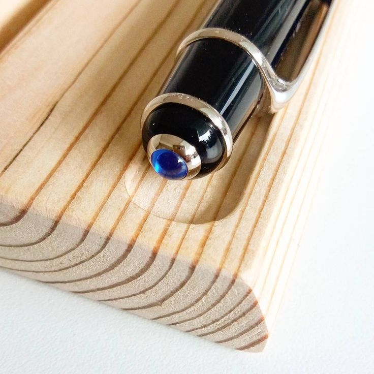 Details zu einem Handy / Stifthalter. ,,,, #holz #holz #handwerk #handwerk #von …