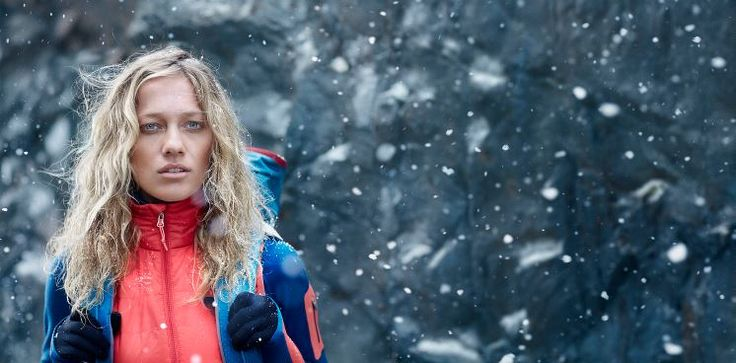 Whether you wear it under your ski shell on teeth-chattering days or over a baselayer on cold-weather hikes, the Women's Helix Long Sleeve Zip Hood provides technical, sustainable warmth when you need it most. This hybrid midlayer features a 100% recycled polyester shell as well as stretch side panels to improve mobility and regulate body temperature. Buy Now…