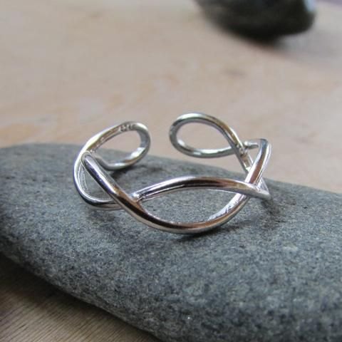 925 Infinity Twist Ring
