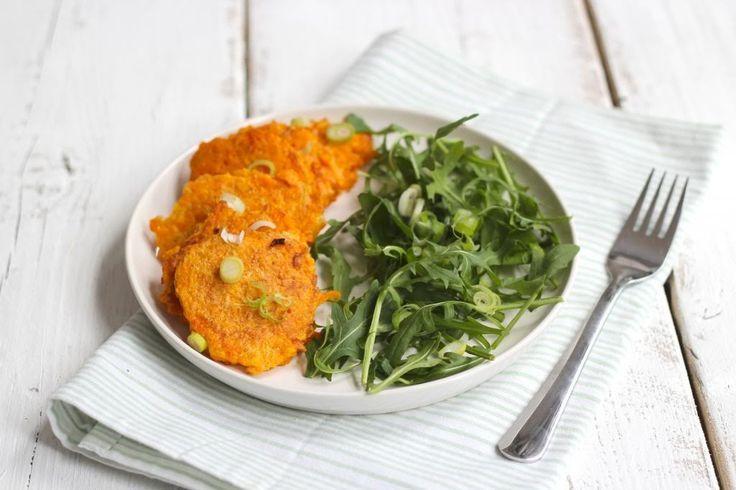 Binnen een handomdraai heb je lekkere pompoenrosti. Serveer de rosti met bijvoorbeeld een rucolasalade en smullen maar!