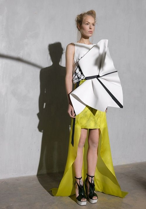 Origami Fashion - sculptural dress with 3D fabric manipulation - experimental fashion design // ILJA