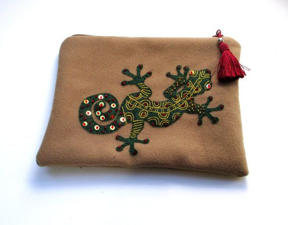 Handmade beige wool pouch with a gecko Cosmetic bag by Apopsis