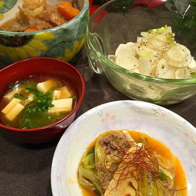 亜矢子さんの麻婆白菜 蕪のサラダ 肉じゃが わかめの茎と豆腐のお味噌汁  亜矢子さん〜〜、白菜トロトロにして、美味しかったぁ けど、豆板醤が辛かったみたいで、子供達ご飯パクパク食べながら頑張ってたごめんよ - 136件のもぐもぐ - 吉野亜矢子さんの料理 麻婆白菜 by Mina0602