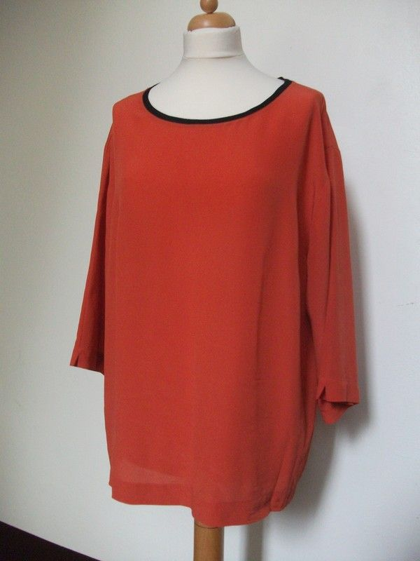 rote Bluse aus reiner Seide von Elena Miro Gr. 48 edel schlicht elegant - kleiderkreisel.de