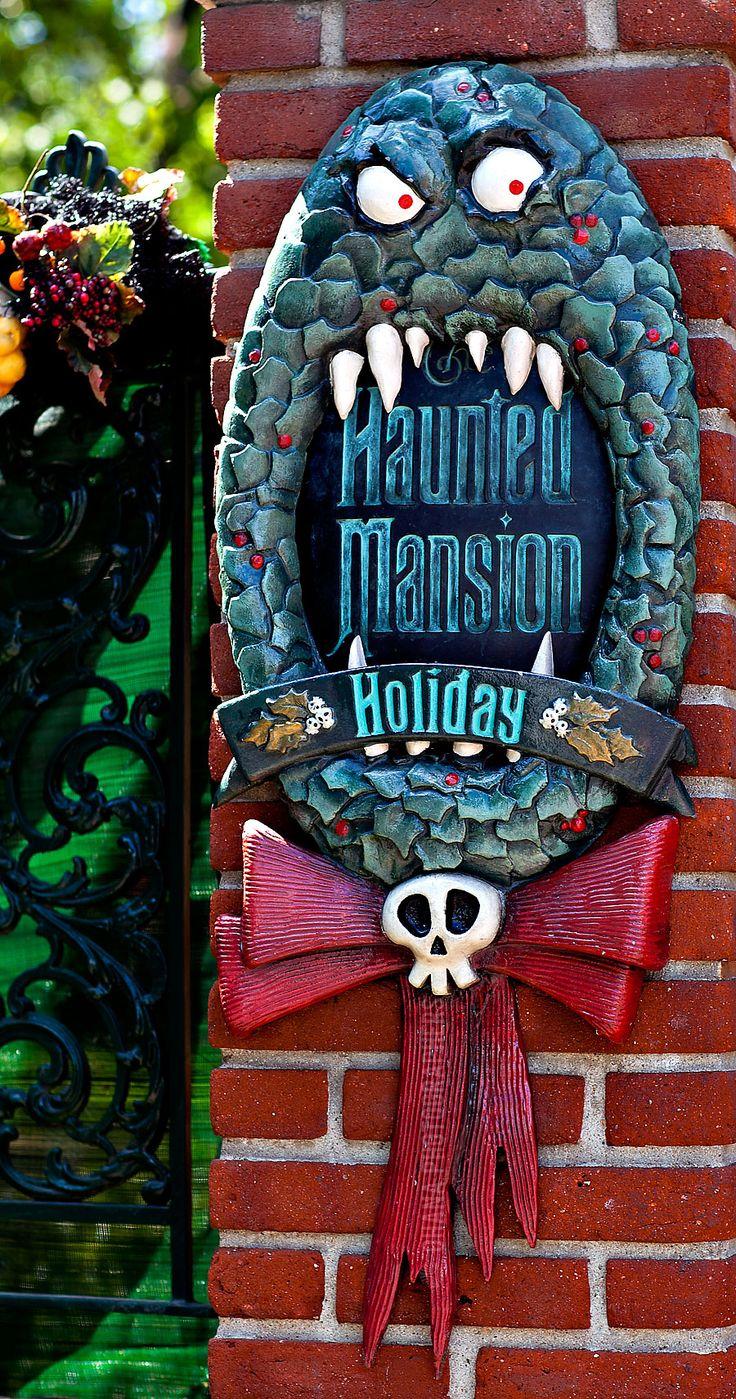 Disneyland Haunted Mansion Holiday Man Eating Wreath
