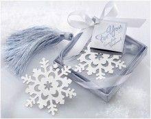 Superleuke bedankjes! Een boekenlegger in de vorm van een sneeuwvlok. Perfect voor een winterse bruiloft.