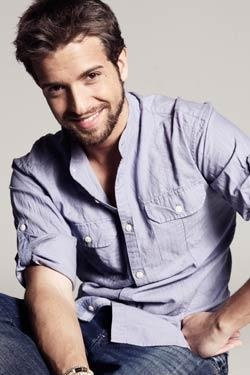 Pablo Alboran- one of my favorite Spanish singers, and might I say, easy on the eyes too! ;-)