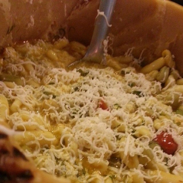 Minchiuzzi, fave e pecorino di crosta di pecorino.