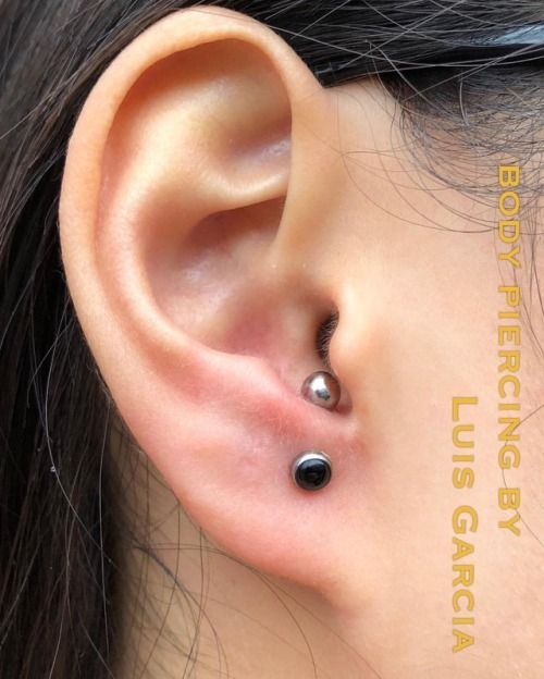 One month old low anti-helix piercing with an @anatometalinc curved barbell featuring a black onyx end  .  …  …..  …….  ……..  …….  …..  …  .  #appmember #safepiercing #NoKaOiBodyPiercing #instagood #instacool #jewelry #woundwash #piercingaftercare #piercing...