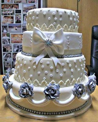 Torten Deko, Süße Ideen, Hübsche Kuchen, Schöne Kuchen, Rosenhochzeits  Kuchen, Elfenbein Hochzeitstorte, Silber Rosen, Blaue Rosen, Waffelkekse