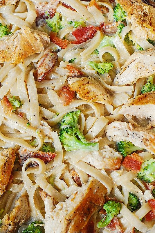 Creamy Broccoli, Chicken, and Bacon Pasta- 1 tablespoon olive oil, 1 lb chicken breast, boneless and skinless, 3 cloves garlic, minced, 2/3 cups heavy cream, 2/3 cups milk, 1 cup shredded cheese (use Parmesan, or Mozzarella, or 4-cheese mix), 8 oz fettuccine, 2 cups cooked broccoli florets, 7 strips cooked bacon