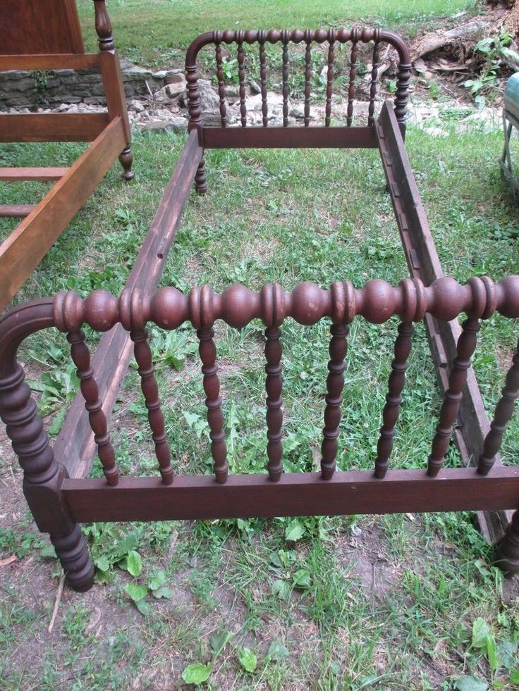 Antique Jenny Lind Style Spindle Bed Todler Youth bed