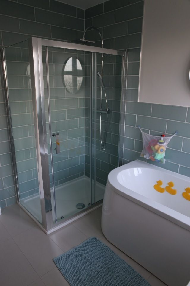 #VPShareYourStyle When you've got the space why not install a shower enclosure and bath. Ricky from London does this effectively to create a beautiful bathroom.