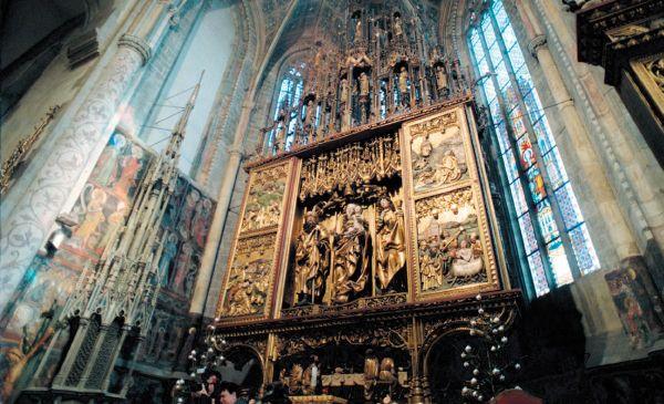 Altar del Maestro Pablo de Levoča, siglo XVI, el altar de madera más alto en el mundo