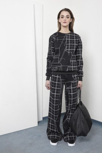 AW15 LOOK06 - ARCH sweater / ARCH pants / AIDA bag