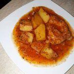 Piept de pui cu Cartofi in Sos  Rosu de Usturoi a la Magliano  (Reteta Mamei Flori)