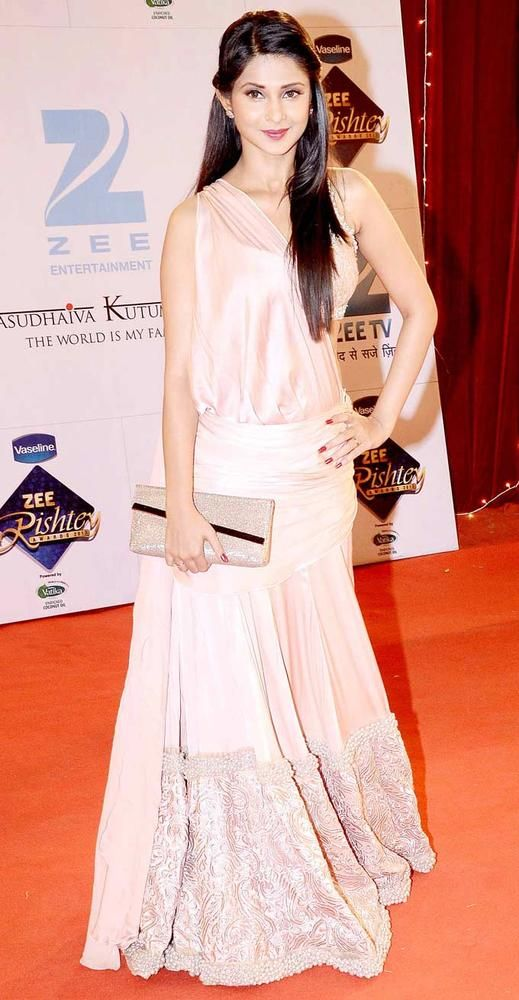 Jennifer Winget at the red carpet of 'Zee Rishtey Awards'. #Bollywood #Fashion #Style #Beauty