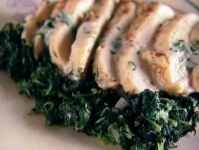 Giada de Laurentiis Chicken Florentine Recipe:  boneless skinless chicken breasts, pepper, flour, butter, shallots, garlic, dry white wine, whipping cream, fresh Italian parsley and frozen cut leaf spinach.  ⓒⓗⓘⓒⓚⓔⓝ