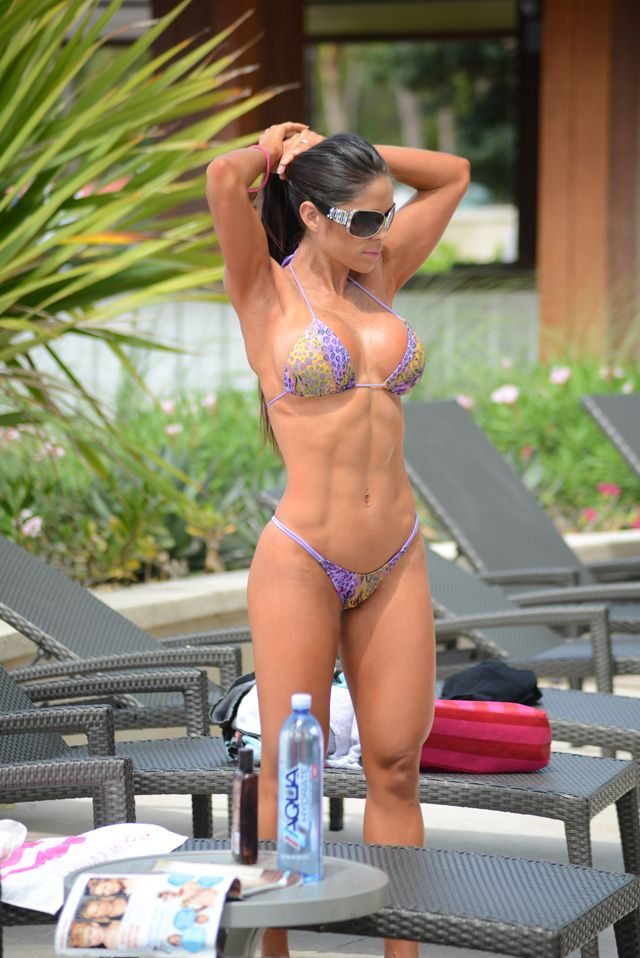 Muscle And Bikinis Michelle Lewin
