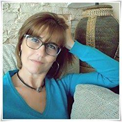 Hola a todos!Hoy quiero compartir con vosotros la entrevista que hice hace unos días a Pilar Muñoz autora que hace unas semanas publicó su novela: Un café a las seis. Yo la leí poco después de que saliera a la venta y fue una lectura que me encantó y que desde aquí os recomiendo.Os dejo con la entrevista:  Hola Pilar antes de comenzar con la entrevista además de agradecerte tu amabilidad por colaborar con mi blog me gustaría que nos hablaras un poco sobre ti. Quién es Pilar Muñoz Álamo?  Y…