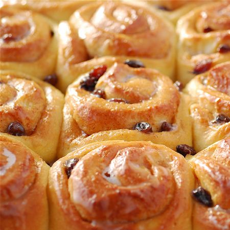 Easter Chelsea Buns   Pease Pudding