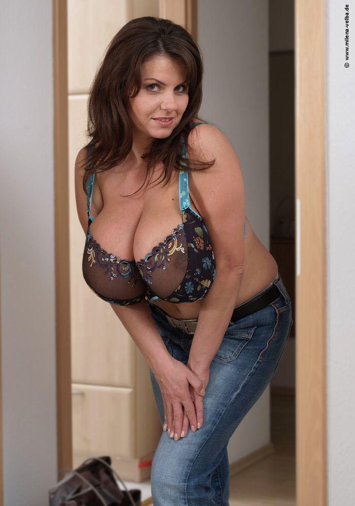 Taster of curvy mature wife spied on ipad - 4 3