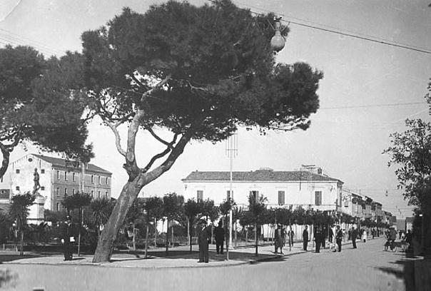 Piazza Monumento anni 40'