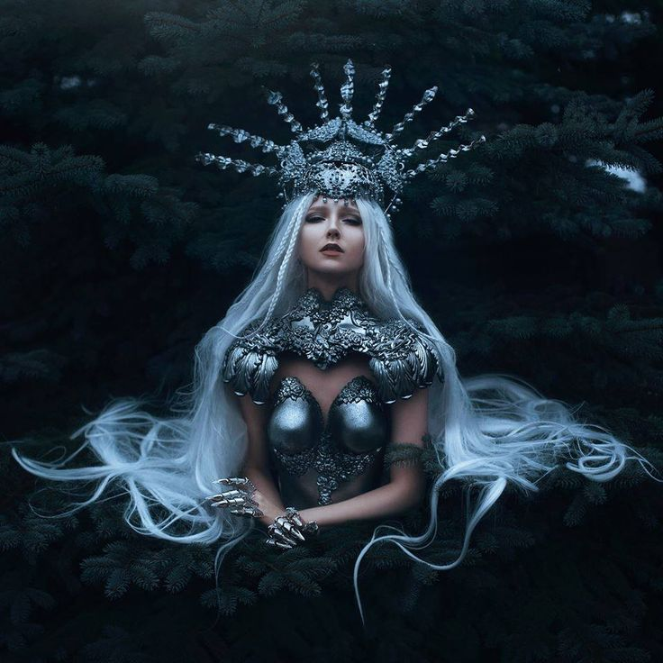 Model: Maria Amanda Photo: Bella Kotak Photography Outfit: Agnieszka Osipa Costumes Skin retouching: Solstice Retouch