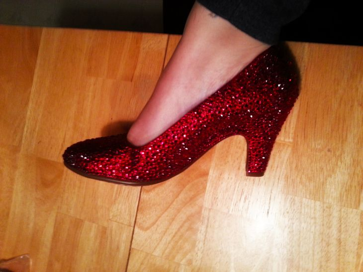 Perfect tutorial for ruby slippers if you hate sequins and prefer rhinestones.