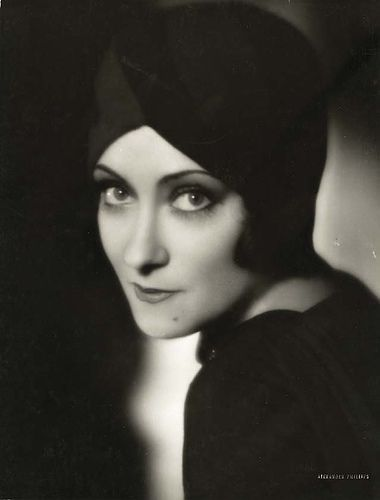 Gloria Swanson - aside from being a talented actress, she's a businesswoman, a producer and designer. This woman constantly reinvented herself and refused to back down from detractors, all the while maintaining her fabulosity!!!