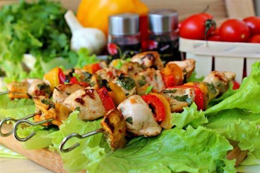 РЕЦЕПТЫ И СОВЕТЫ ХОЗЯЙКАМ: Острый шашлык с курицей и овощами