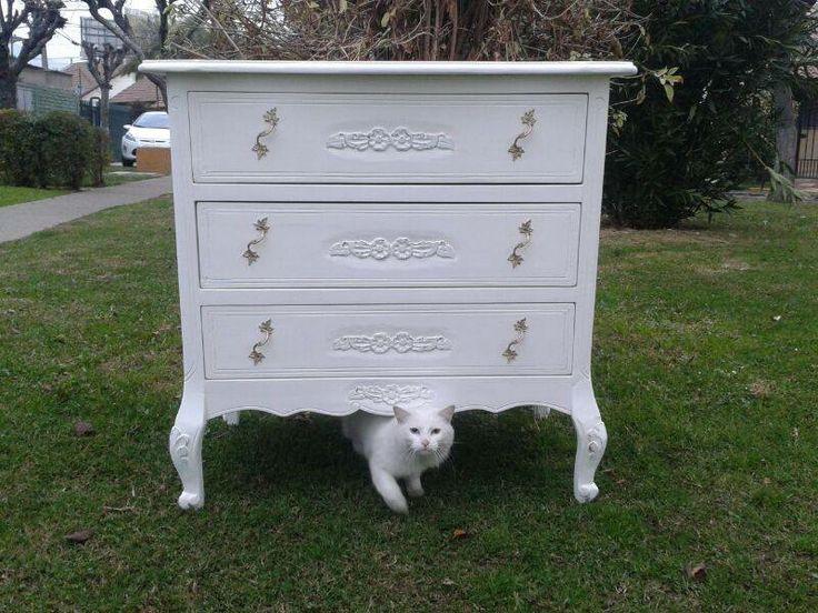 Comoda normando Gato blanco  decora muebles
