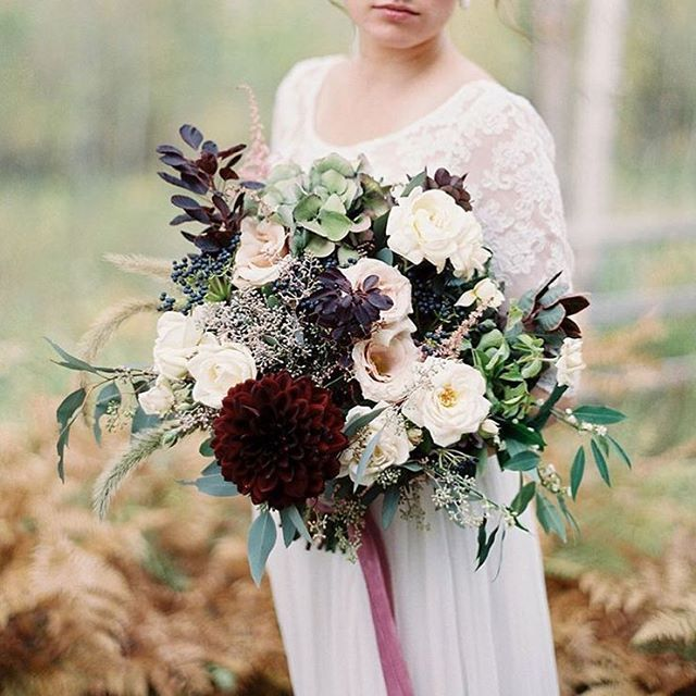FLORAL INSPIRATION   How stunning is this bouquet by @jennifervanamburgh from the #wildwestflowerworkshop with @beargrassgardens?  @rebeccahollisphotography