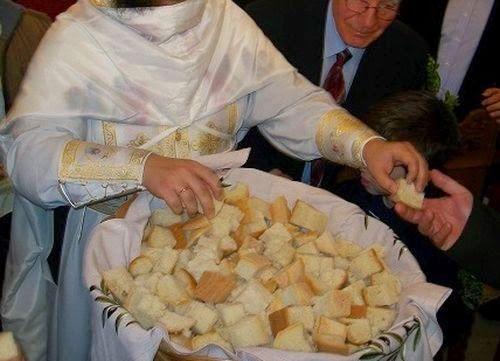 Ο Ιερός Καβάσιλας μας λέει: «Ο άρτος που διανέμεται ως αντίδωρο, έχει από πριν αγιασθεί, επειδή προσφέρθηκε στον Θεό. Όλοι οι εκκλησιαζόμ...
