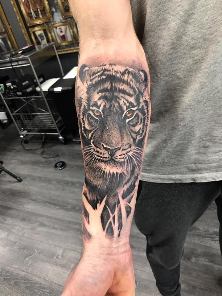 Tiger Tattoo von Kuba! Eingeschränkte Verfügbarkeit bei Revival Tattoo Studio.  #bei #Eingesc…