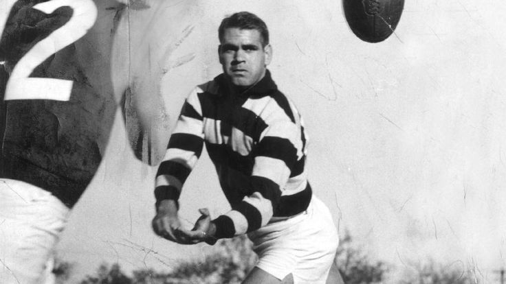 Graham 'Polly' Farmer in action for the Cats in 1962.