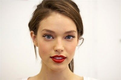 Red lipstick for fair skin: REALLY RED Revlon; RAVISHING RED Loreal